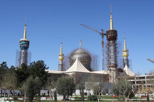 Mit dem Bau dieses gigantischen Grabmals wurde 1990 begonnen und es nicht abzusehen, wann es fertig wird