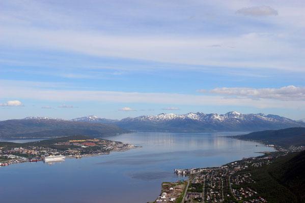 Tromsö ist die flächenmäßig größte Stadt Norwegens und die bevölkerungsreichste Stadt (55.000 Ew) nördlich des Polarkreises