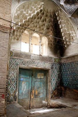 Wie vielleicht dieses aus der Zeit stammende Tor zur Karawanserei.