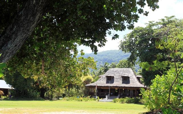 Auf dem Gelände steht noch ein restauriertes Haus in schöner Kolonialarchitektur aus Edelhölzern, welches besichtigt werden kann.