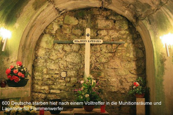 Die Toten wurden hinter der Mauer aufgebahrt