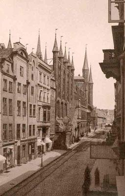 das Rathaus mit der Breiten Straße