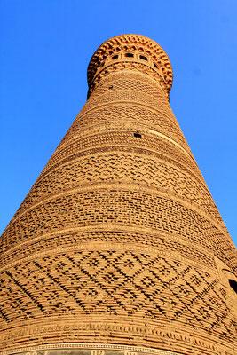 Das Kalon-Minarett ist mit über 45 m eines der höchsten Zentralasiens. Er stammt sogar aus vormongolischer Zeit aus dem 10./11. Jhdt. aus der Zeit der Karachaniden.