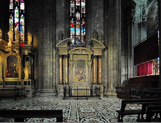 Die hohen, farbenprächtigen Glasfenster des Chors gehören zu den größten der Welt und stellen eine Sehenswürdigkeit für sich dar.