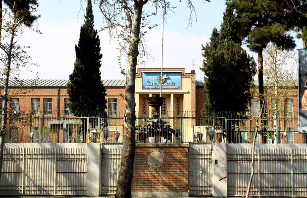 Bei der Geiselnahme von Teheran wurden 52 US-Diplomaten 444 Tage lang vom 4. November 1979 bis zum 20. Januar 1981 als Geiseln gehalten, nachdem eine Gruppe iranischer Studenten die amerikanische Botschaft  im Verlauf der Islamischen Revolution besetzten.