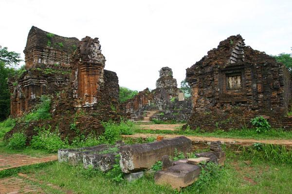 Leider hat der Vietcong diesen Kulturschatz angeblich als Waffenlager missbraucht