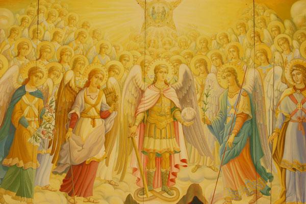 Ausgeschmückt mit herrlichen Wandmalereien und Mosaiken.