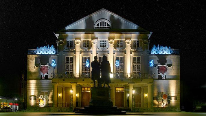 Theater mit Denkmal Goethe und Schillers