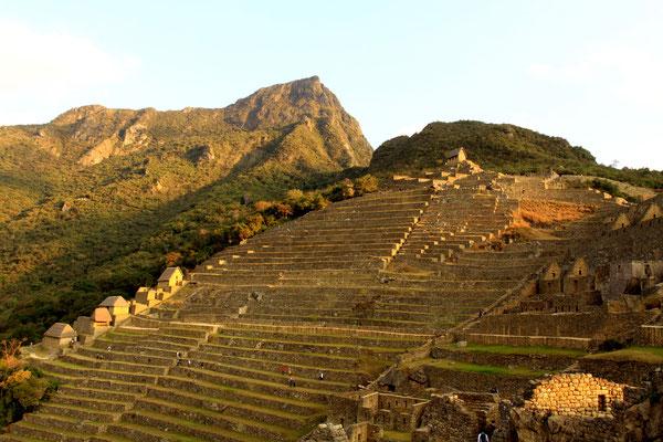 Die beeindruckenden Terrassenanlagen dienten nicht nur der landwirtschaftlichen Nutzung, sondern auch zur Stabilisierung gegen Erdrutsche.