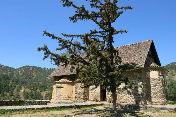 Asinou - von dem einstigen Kloster aus dem Mittelalter ist nur noch die Kirche erhalten, sie ist aber einer der größten Kunstschätze Zyperns.