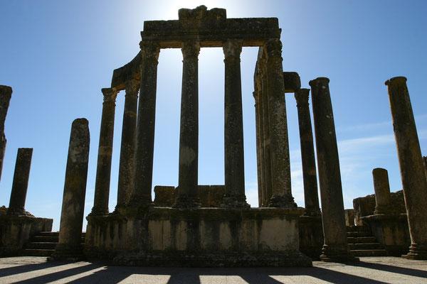 Dougga: Die römischen Ruinen von Dougga gelten als die spektakulärsten und am besten erhaltenen ihrer Art in ganz Tunesien.