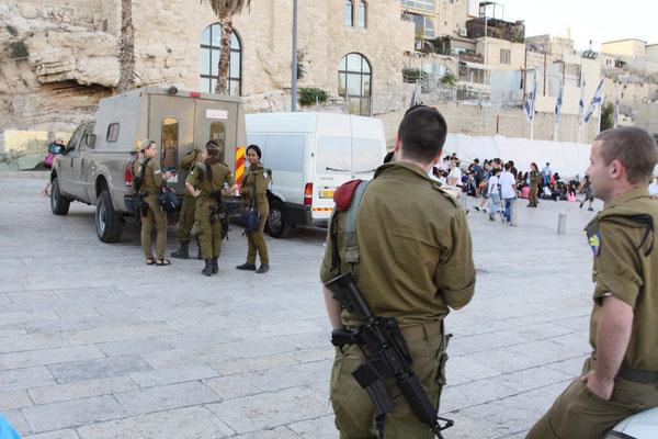 Wie alles und jedes in Israel ist auch die Klagemauer stets von der Armee bewacht.