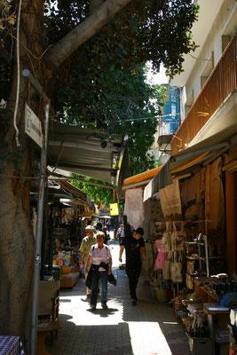 Im Altstadtviertel Laiki Gitonia kann man auch die Abende sehr angenehm verbringen