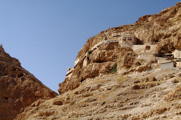 Nachdem Jesus von Johannes im Jordan getauft wurde, fastete er 40 Tage hier in der Wüste