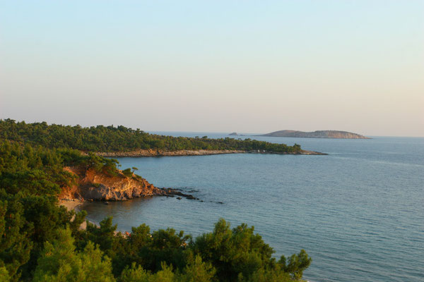 Wunderschöne Buchten durchziehen die Insel