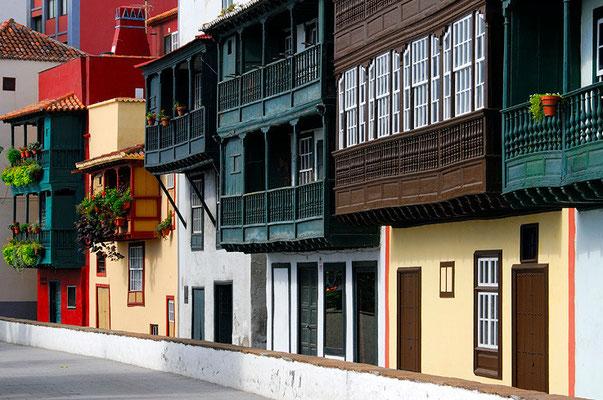 Der Altstadtkern von Santa Cruz ist zum kunsthistorischen Baudenkmal erklärt worden, die Hauptdurchgangsstraße ist die Avenida Maritima