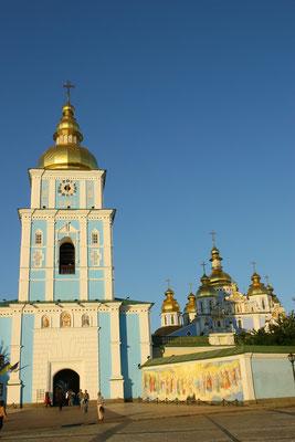 Die Lieblingskirche der Gläubigen ist die Wolodymyr-Kathedrale, erbaut 1862-82 und Sitz des ukrainisch-othodoxen Patriarchen.