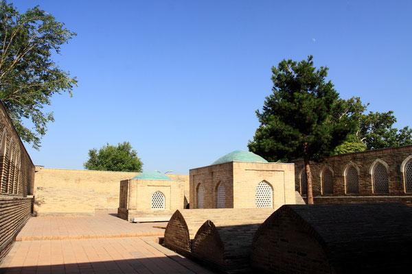 Hier befindet sich auch das Mausoleum für Nodira, der Gemahlin des Khans Umar Chan Amiri.