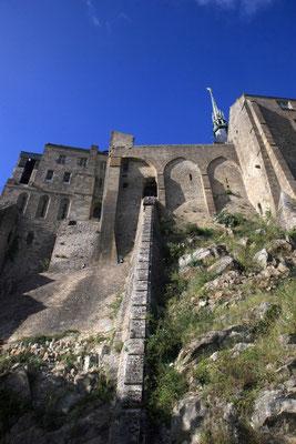 Da das Kloster früher auch als Gefängnis diente, mussten sich die Insassen ihr Essen mittels einer Tretmühle selbst hochziehen.