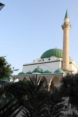 Die Ahmed-Jezzar-Moschee, die größte und schönste Moschee von Akko., errichtet 1781 an der Stelle einer Kreuzfahrerkathedrale.