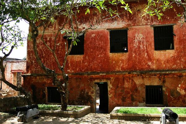 im zentralen Gebäude des Forts ist eine kleine Ausstellung zur Geschichte der Küstenregion untergebracht