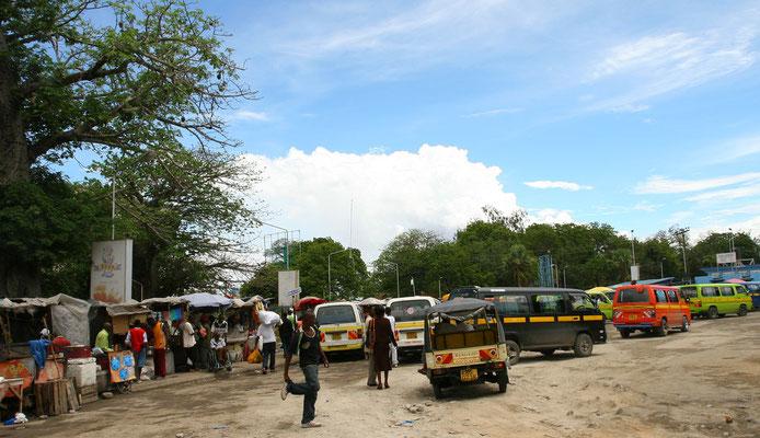 Zentraler Busbahnhof der Matatus, den ständig überfüllten Regionalbussen