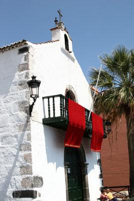 Die Kirche Santo Domingo aus dem 16. Jahrhundert, gehört zum einstigen Kloster San Miguel de las Victorias. Im Inneren birgt sie eine umfassende Sammlung flämischer Ölgemälde.