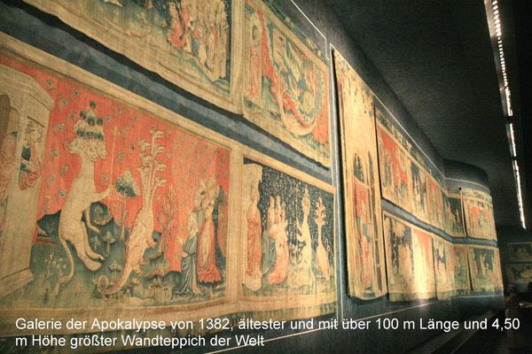 Ein besonderes Kunstwerk wird im Schloss in der zwischen 1952 und 1954 an der Stelle der verschwundenen Gebäude errichteten Galerie der Apokalypse ausgestellt.
