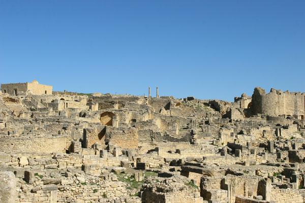 Einen wahren Bauboom erlebte die Stadt ab der ersten Hälfte des 2. Jahrhunderts n. Chr. bis ins 3. Jahrhundert hinein. Unter Septimius Severus wurde Thugga eine wohlhabende römische Provinzstadt, auf deren Areal zeitweise über 20000 Menschen lebten.