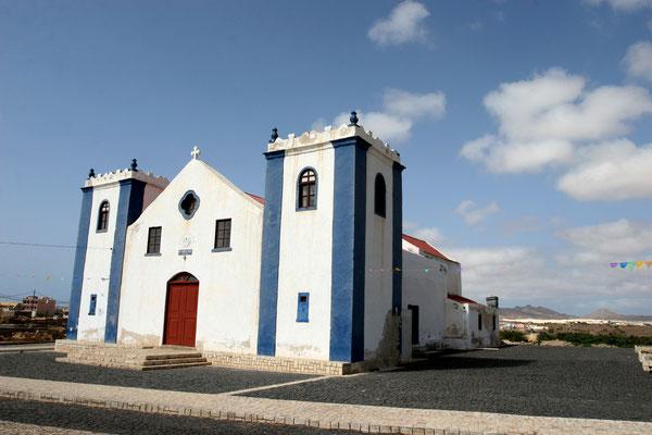 Rabil (800 Ew.) - die frühere Hauptstadt der Insel wirkt heute verschlafen, hier mit Kirche Igreja Sao Roque