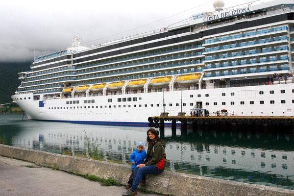 Unser Schiff: Die Costa Deliziosa, 293 m lang mit 2600 Passagieren an Bord