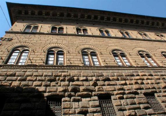 Der Palazzo Medici Riccardi in Florenz, Der Bau ist ein typisches Beispiel für die Architektur der Frührenaissance im bürgerlichen Palastbau