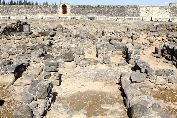 Das heute von Franziskanern verwaltete Ausgrabungsgelände ist vielbesuchte Pilgerstätte. Ob Jesus in einem dieser Häuser gelebt hat ?