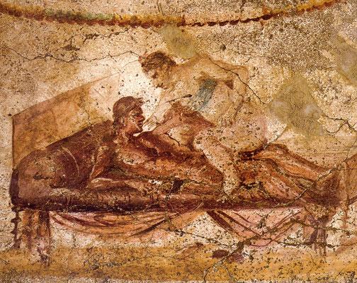An den Wänden konnten sich die Kunden durch kleine Gemälde mit erotischen Liebesszenen  inspirieren lassen
