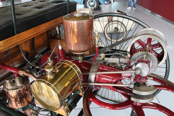 """Kurioses im """"Zeithaus"""", das erste Automobil der Geschichte der Fa. Benz"""
