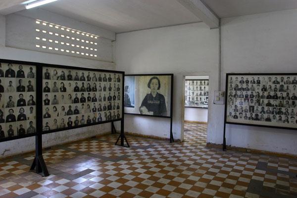 Zeugen des Horrors - aus aufgefundenen Gefangenenlisten ging hervor, dass bis zu 100 Menschen täglich hier eingeliefert wurden. Der überstürzten Flucht der Roten Khmer ist es aber zu verdanken, dass die Fotonegative der Gefangenen erhalten blieben.