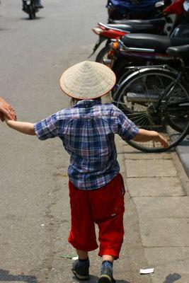 Die Reishüte bieten einen guten Schutz gegen Sonne und Hitze
