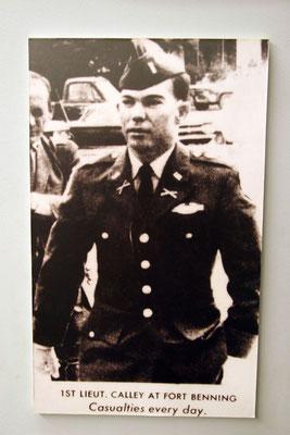 der zweite Verantwortliche für diese menschlichen Greueltaten: Leutnant William Calley. Insgesamt 504 Zivilisten gehen mit auf sein Konto