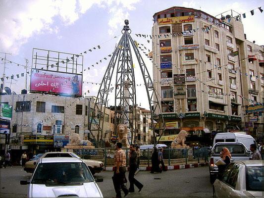 Ramallah - Verwaltungszentrum der palästinensischen Autonomiebehörde im Westjordanland und inoffizielle Hauptstadt der Autonomiegebiete. Hier hatten wir auch die größten Probleme, denn der Hauptkontrollpunkt wurde kurzerhand geschlossen.