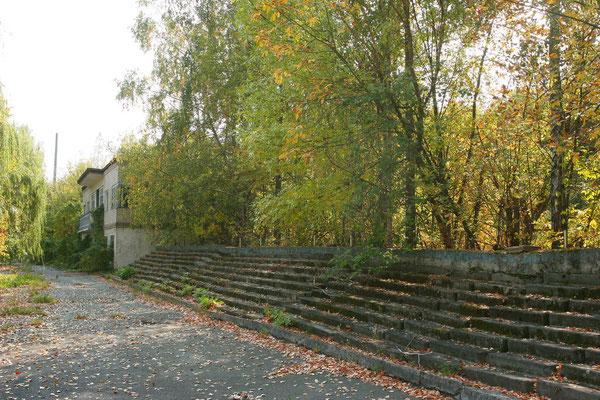 seit 1986 verwaistes Sportstadion der Stadt Tschernobyl