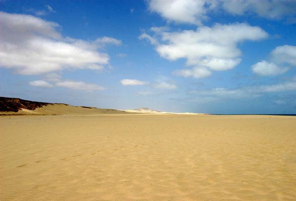 """Boavista bedeutet auch """"Schöner Anblick"""" mit gesamt 55 km größtenteils einsamen Stränden"""