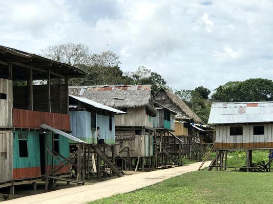 Auf dem Weg zu unserer Lodge mussten wir dieses Dorf passieren.