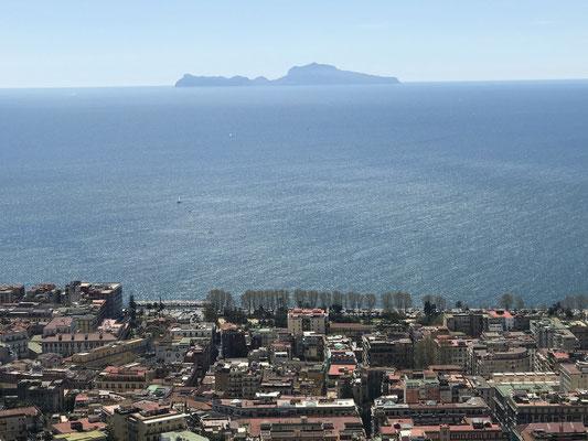 Bei gutem Wetter hat man hier den schönsten Blick über Neapel und den gesamten Golf