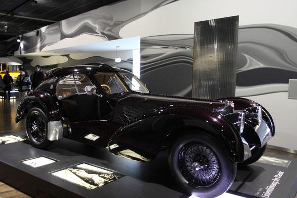Hier nur eine Replica, ist einer ihrer Besitzer der Modeschöpfer Ralph Lauren, der angeblich über 30 Mio. $ für das Originalexemplar bezahlt haben soll.
