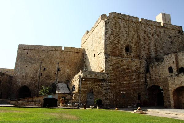 Der Sprung ans Mittelmeer nach Akko, dem in der Antike bedeutensten Hafen Palästinas mit einer bezaubernden Altstadt, die seit 2001 ebenfalls zum UNESCO-Weltkulturerbe gehört.