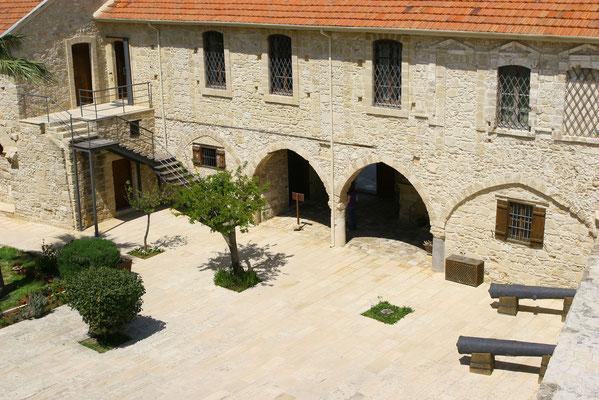 Fotogener Innenhof auf ursprünglich venezianischen Burgmauern