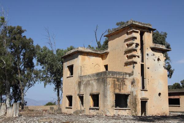 Heute noch zeugen zerstörte Häuser auf den Golan-Höhen vom Versuch der israelischen Nachbarn Ägypten und Syrien, die Schmach des verlorenen Sechstagekrieges 1967 zu vergelten