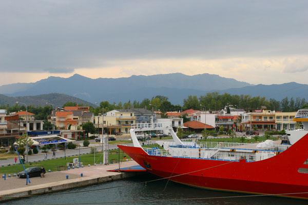 Fährhafen in Keramoti zur Insel Thassos, die sich sehr viel ursprünglicher und romantischer darstellt, als das moderne Kreta.