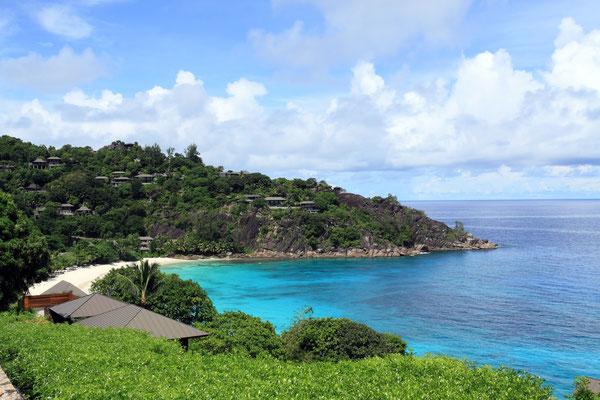 Die in der Nähe befindliche Bucht der Petite Anse, an einem 6*-Hotel gelegen, ist ebenfalls malerisch schön.