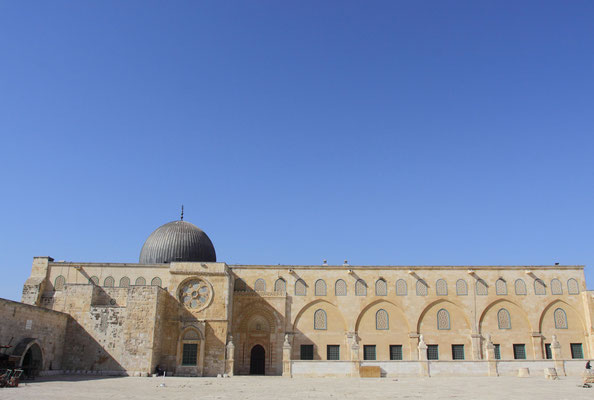 Danach wurde sie mehrfach umgebaut und erweitert. Zu sehen sind hier die Reste des 2. Tempels.